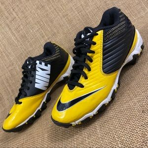 Nike sneakers Cleats size 2.5 Y. Youth shoes